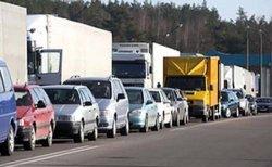Горячие выходные: в пунктах пропуска на границе с Литвой легковые автомобили стоят по 5–7 часов