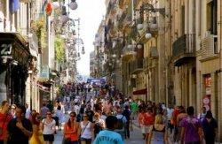Мэр Барселоны решает проблему переизбытка туристов