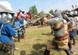 Штурм замка и средневековые танцы. Как в Вилейке прошел первый рыцарский фест