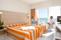 2/3 испанских гостиниц можно забронировать с помощью смартфона