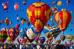 На выходных: воздушные шары, «мозгобойня», музыка и рыцари