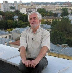 «В мире нет скучных привидений». Михаил Володин рассказывает об историйках из собственной жизни и из жизни города