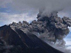 Вулкан спровоцировал очередную отмену авиарейсов на Бали
