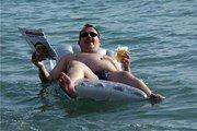 Отдыхающим в Анапе запретили плавать на надувных матрасах и кругах