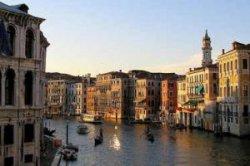 Плохие манеры туристов портят имидж Венеции