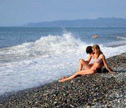 Непляжная погода в Батуми продлилась недолго: туристы уже купаются и загорают