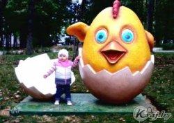 ФОТОФАКТ: Новую скульптуру – забавного цыпленка – установили в Вилейке