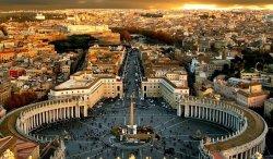 Папа римский открыл свой дворец для туристов