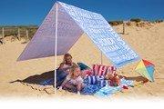 Туристы приносят на пляж десятки килограммов вещей
