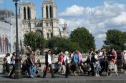 Париж создает зоны ночного шопинга