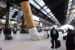 Окурки в Париже – теперь развлечение для богатых