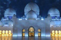 Полиция Дубая напомнит туристам о традициях страны