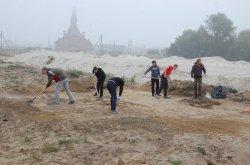 Экскурсоводам: строители раскопали в Бресте могильник германского племени