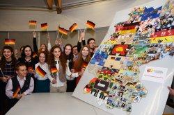 По случаю 25-летнего юбилея объединения Германии в Минске состоялся проект «Эстафета.de — Stafette.by»