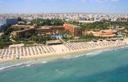 Из-за отсутствия туристов в Тунисе закрылось 70 отелей