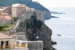 Туристы штурмуют стены Дубровника: знаменитый хорватский город посетило рекордное число туристов