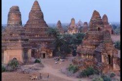 Мьянма запретила проводить расчеты в долларах