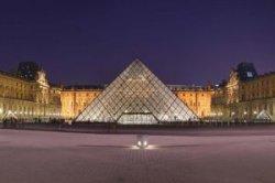 Париж открывается для туристов