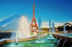 Эйфелева башня вновь открыта для туристов