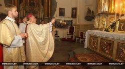 В Фарном костеле Гродно после реставрации открыли алтарь Святой Троицы
