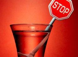 В британских аэропортах алкоголь начали продавать в запечатанных пакетах