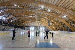 Где в Минске покататься на коньках прямо сейчас: гид по крытым каткам