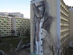 Минская девушка в вышиванке попала в топ-10 самых популярных граффити ноября в мире