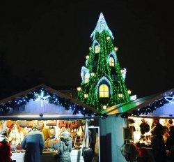 Праздничный Вильнюс: елка с окошками, шоколадные гайки и новогодний поезд