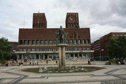 Часы на ратуше Осло будут играть песню Дэвида Боуи