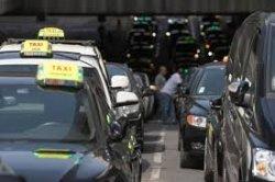Во Франции проходит забастовка таксистов и авиадиспетчеров