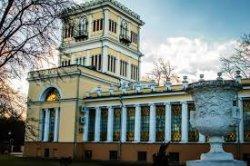Во дворце Румянцевых и Паскевичей можно посетить обновленную башню и отправить памятную открытку «Привет из Гомеля»