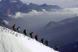 На австрийском курорте снежная лавина накрыла 12 лыжников