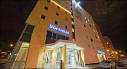 Директор «Бонотеля»: «Если человеку в Минск не надо, выставь номера и за 10 долларов, он сюда не поедет»