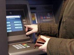 «Беларусбанк» запретил снимать наличные за границей со своих карточек без чипа