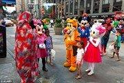 Полиция Нью-Йорка защищает туристов от «мультяшек»
