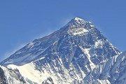 Непал продлевает пропуска на Эверест