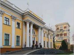 В башне дворца Румянцевых и Паскевичей начинает работу выставка одной картины