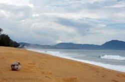 Туристам на острове Пхукет предложат внести свою лепту в уборку мусора на пляжах