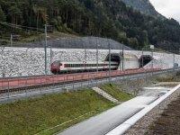 В Швейцарских Альпах запустят самый глубокий и длинный ж/д тоннель