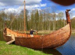 В парке истории «Сула» появился драккар викингов