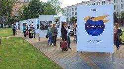 В Минске открылся выставочный проект под открытым небом «Художник и город»