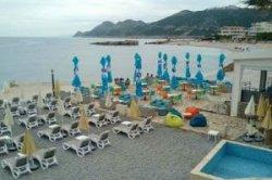 На черногорском курорте Добра-Вода открылся новый пляж
