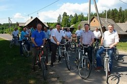 Депутаты проехали на велосипедах по туристским маршрутам Гродненского района