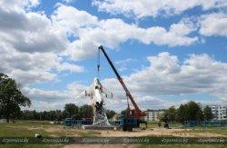 Cамолет-памятник в Щучине перенесли на новое место
