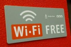 В Гродно появилась первая арт-скамейка с бесплатным интернетом