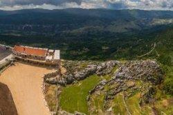 Черногория открыла отель на вершине скалы