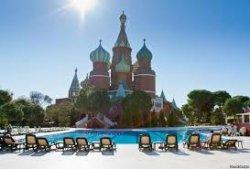 Российских туристов встретили в Анталье цветами и шампанским
