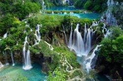 В хорватском парке Плитвицкие озера введен запрет на ношение шлепанцев