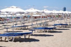 Болгария пересчитает плату за шезлонги и зонтики