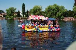 В польском Августове предлагают «поплавать на чем попало»